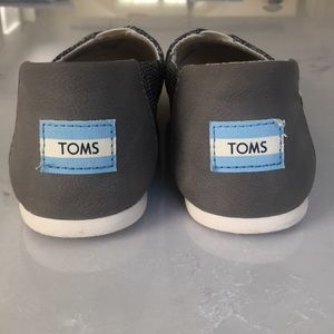 TOMS sneakers! Gently used, only worn twice.